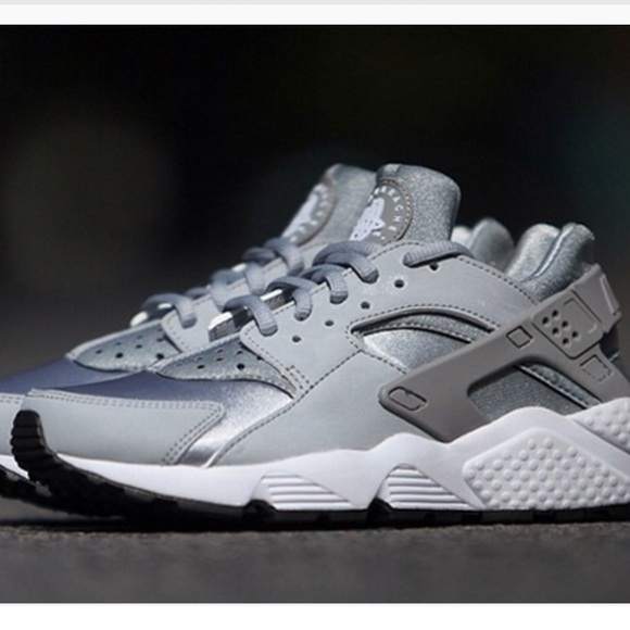 watch cb91c 44220 Gray Nike Huaraches